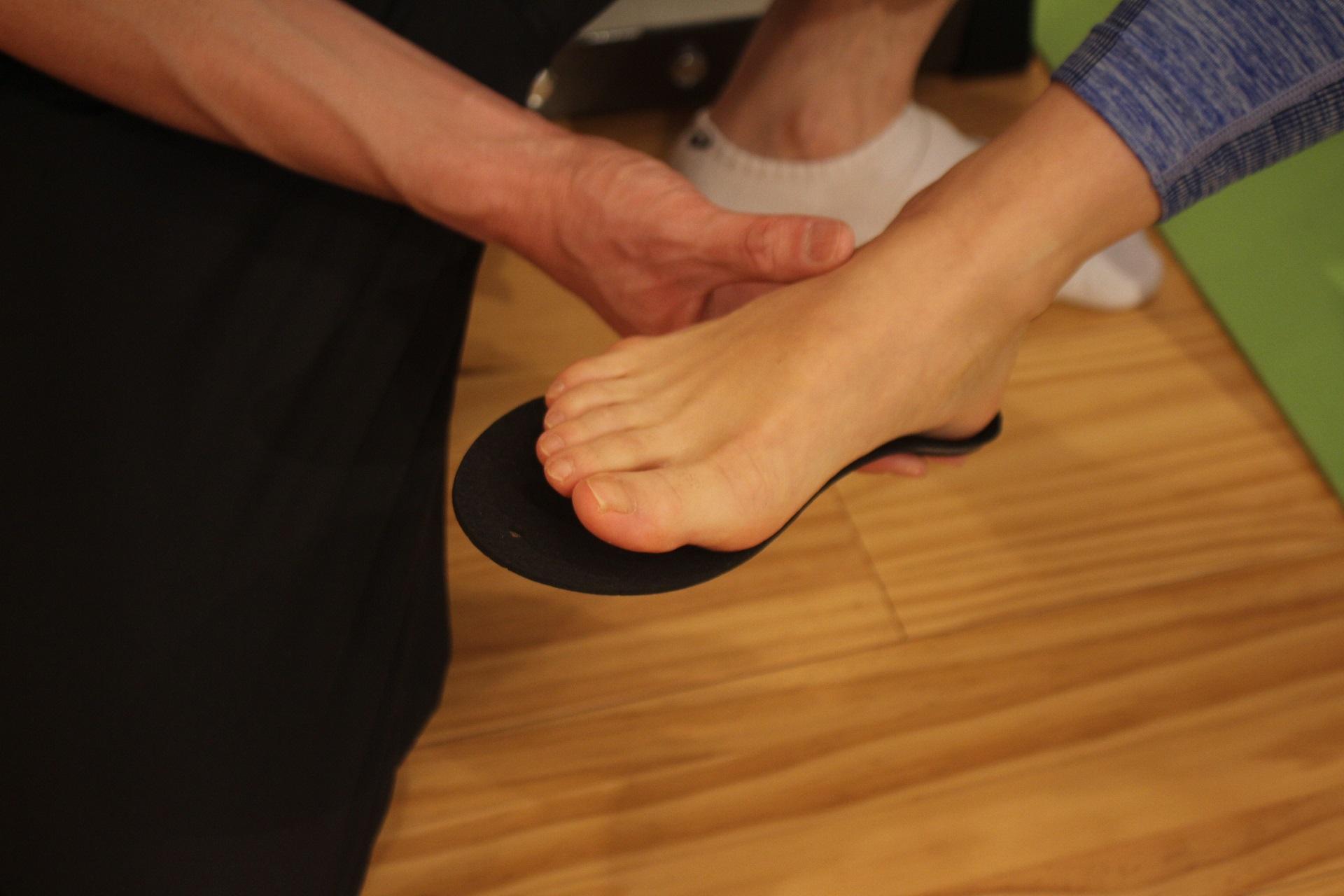 インソール作成、足を検査中写真