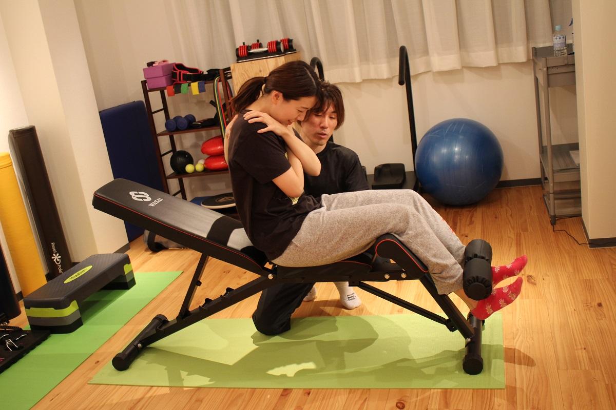 腹筋のトレーニング中写真