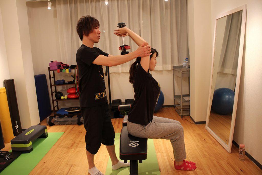 二の腕引きしめトレーニング